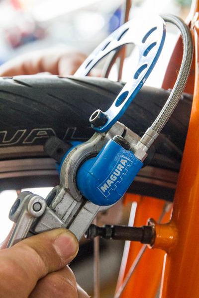 Bremsbeläge wechseln beim Magura-System