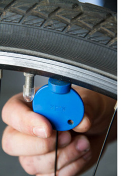 So spannen Sie bei Ihrem Fahrrad lose Speichen nach