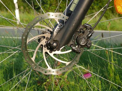 wie erkenne ich bei fahrrad scheibenbremsen abgenutzte bremsbel ge bremsen ratgeber. Black Bedroom Furniture Sets. Home Design Ideas